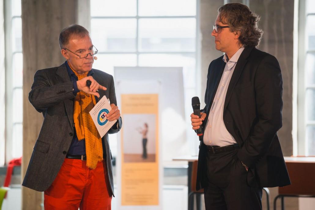 Prof. Dr. Burkhard Bensmann im Gespräch mit Keyspeaker Dr. Viktor Oubaid, leitender Psychologe am Deutschen Institut für Luft- und Raumfahrt